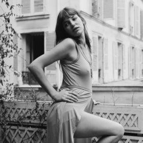 Η Jane Birkin έκλεισε τα 70 και τα μαλλιά της συνεχίζουν να είναι η πιο hot τάση