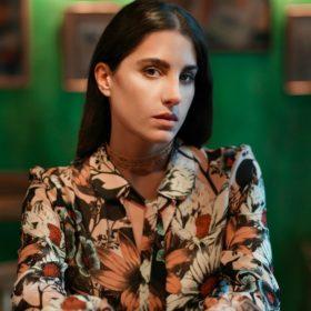 Παυλίνα Βουλγαράκη: Η νεαρή τραγουδοποιός μιλάει για το στιλ της