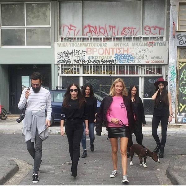 Τρεις φορές που η Βίκυ Κάγια φόρεσε το πιο cool ελληνικό brand ... 6efd51c4be4