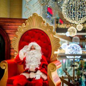 Ποιος δεν θέλει να φωτογραφηθεί με τον Άγιο Βασίλη τα Χριστουγέννα;