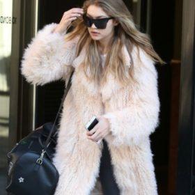 Shop it! Με αυτά τα στιλάτα παλτό από οικολογική γούνα θα αντιμετωπίσετε το κρύο που έρχεται!