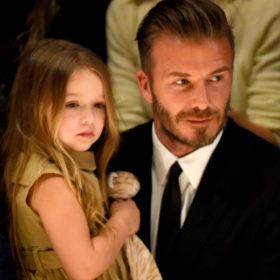 Η Harper Beckham με νέο haircut στο fashion show της μητέρας της