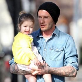 Ετοιμαστείτε να λιώσετε: Ο David Beckham κούρεψε τα μαλλιά της Harper