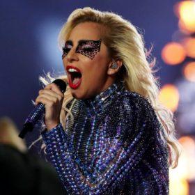 Ξέρουμε πού θα βρείτε τις δαντελένιες μάσκες της Lady Gaga στην Ελλάδα