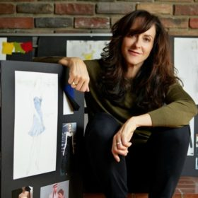 Mary Zophres: H Eλληνίδα υποψήφια για όσκαρ κοστουμιών για το La La Land μας υποδέχεται στο σπίτι της στο LA!