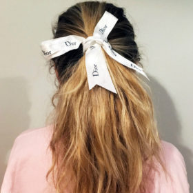 Trend Alert: Αυτό είναι το αξεσουάρ για τα μαλλιά που θα λατρέψετε τους επόμενους μήνες