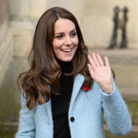 Δε μπορείτε να φανταστείτε γιατί η Kate Middleton δε βγάζει ποτέ το παλτό της μπροστά στους φωτογράφους