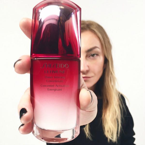 H_Ρούλα_Ρέβη_θωρακίζει_καθημερινά_την_επιδερμίδα_της_με_το_Ultimune_της_Shiseido