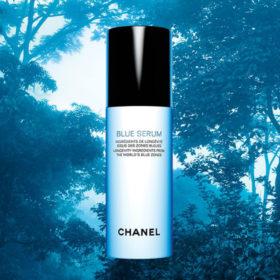 Ο οίκος Chanel εκθειάζει την Ελλάδα μέσα από την καμπάνια του Blue Serum