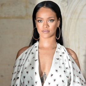 Blonde Hair, Don't Care: Η Rihanna με πλατινέ μαλλιά είναι μία άλλη!