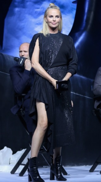 charlize theron, look of the day, mosaic, louis vuitton