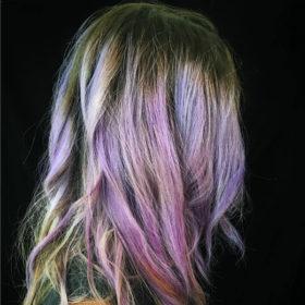 Geode Hair: Τα χρώματα στα μαλλιά που θυμίζουν ορυκτές πέτρες είναι η νέα τάση που πρέπει να δοκιμάσετε
