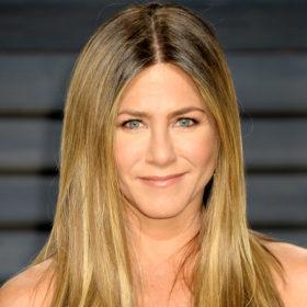 Η Jennifer Aniston μας δείχνει πώς να ντυθούμε για το γραφείο αυτή την εποχή