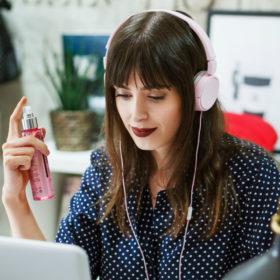 #MyLieracPower: Η beauty editor Χρύσα Δαρσακλή σας δείχνει τον τρόπο να αποκτήσετε τέλεια ενυδατωμένη επιδερμίδα