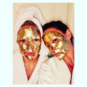 Ανακαλύψαμε ποια είναι η χρυσή μάσκα ομορφιάς που φοράει όλο το Hollywood