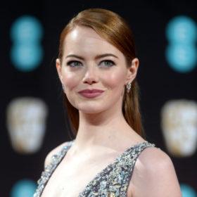 H Emma Stone απαντάει στις φήμες που την θέλουν ζευγάρι με τον Justin Theroux