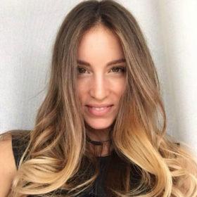 Ξέρουμε το μυστικό της Αθηνάς Οικονομάκου για μακριά μαλλιά γεμάτα υγεία