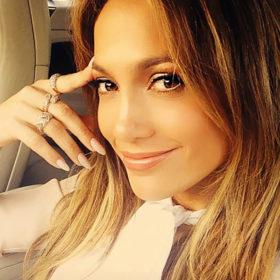 Jennifer Lopez: Η selfie της με νυφικό