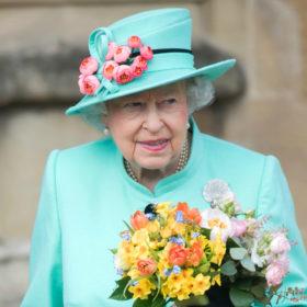 Η βασίλισσα Ελισάβετ φοράει το ίδιο, οικονομικό βερνίκι στα νύχια της από το 1989