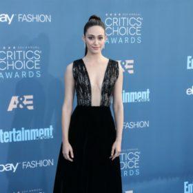 Emmy Rossum: H σταρ του Hollywood φόρεσε ένα από τα πιο εντυπωσιακά νυφικά που έχουμε δει