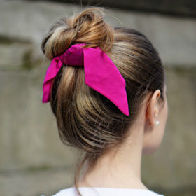 Ένα αξεσουάρ, έξι χτενίσματα: Το hairstyle που θα σας «σώσει» αυτό το καλοκαίρι