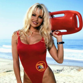 Αγνώριστη! Δεν θα πιστεύετε πώς είναι σήμερα η Pamela Anderson