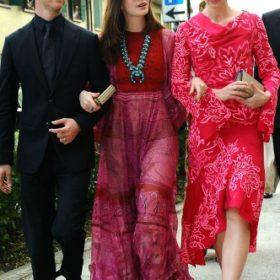 Η Anne Hathaway με Valentino και η Emily Blunt με Peter Pilotto