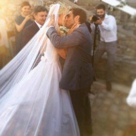Δούκισσα Νομικού-Δημήτρης Θεοδωρίδης: Δείτε εικόνες από το πάρτι για τον γάμο τους σε παραλία της Μυκόνου