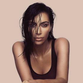 Το genius trick της Kim Kardashian για να αφαιρέσετε τους λεκέδες makeup από τα ρούχα σας