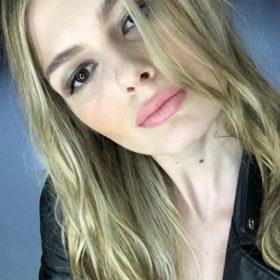 Αμαλία Κωστοπούλου: Σας δείχνει πώς να κάνετε strobing για να αποκτήσετε τα τέλεια ζυγωματικά της