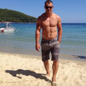 Γνωστός ηθοποιός «καρφώνει» τον Ντάνο για το Τατουάζ: «Πόσο λυπάμαι και ντρέπομαι για την κατάντια»