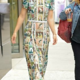 Η Olivia Wilde με Burberry