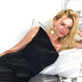 Έβελυν Καζαντζόγλου: Το αγαπημένο της προϊόν για τα χείλη κοστίζει κάτω από €3