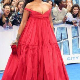 H Rihanna μεGiambattista Valli