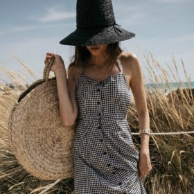 Gingham Mani: Η απόλυτη τάση της μόδας πλέον «φοριέται» και στα νύχια σας