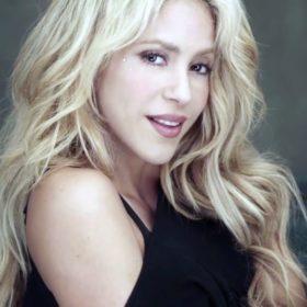 Η Shakira δεν είναι πια ξανθιά και σχεδόν δεν θα μπορείτε να την αναγνωρίσετε