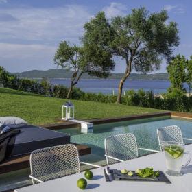 Treat Yo Self: Ένα ονειρικό μέρος για να κάνεις διακοπές στην Ελλάδα