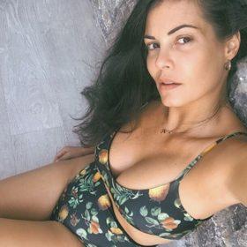 Μαρία Κορινθίου: Είναι αληθινά τα οπίσθιά της ή έχουν ενθέματα σιλικόνης;