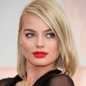Αν είστε ξανθιά, ίσως σας φανεί χρήσιμο αυτό το beauty trick της Margot Robbie