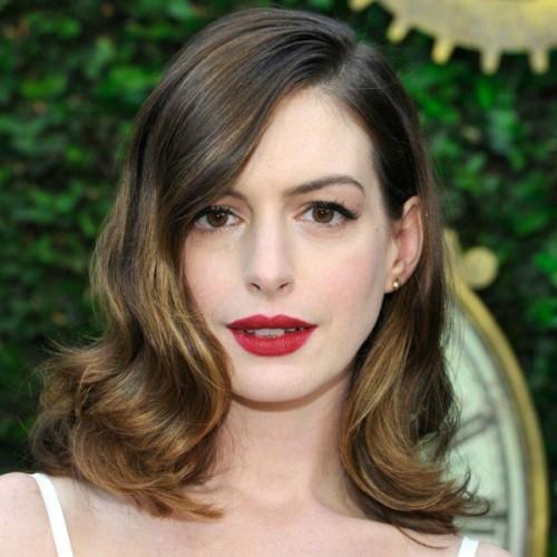 anne hathaway red lipstick