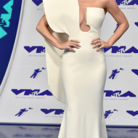 H Katy Perry με Stephane Rolland