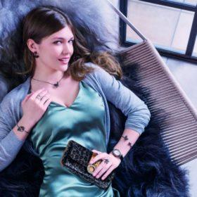 Μία από τις πιο όμορφες Ελληνίδες πρωταγωνιστεί στη νέα καμπάνια της Folli Follie