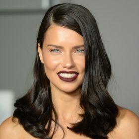 Adriana Lima: Το οικονομικό μυστικό της για απίστευτα λαμπερά μαλλιά