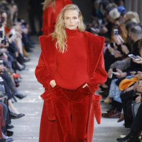 Power red! Φορέστε το απόλυτο χρώμα της σεζόν