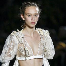 Τα μοντέλα που εμφανίστηκαν (σχεδόν) γυμνά στις πασαρέλες