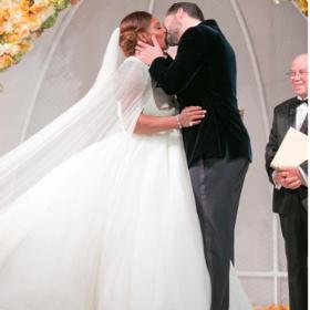 Το διάσημο ζευγάρι που παντρεύτηκε και η νύφη φόρεσε αθλητικά παπούτσια