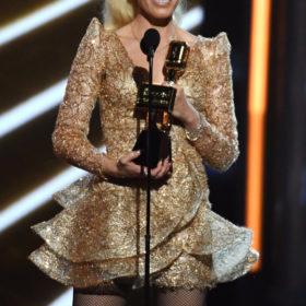 Ακόμα μία διάσημη τραγουδίστρια επέλεξε να φορέσει Ελληνίδα σχεδιάστρια