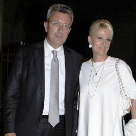 Ο Νίκος Χατζηνικολάου και η Κρίστη Τσολακάκη άνοιξαν το σπίτι τους: Πώς σας φαίνεται ο στολισμός;