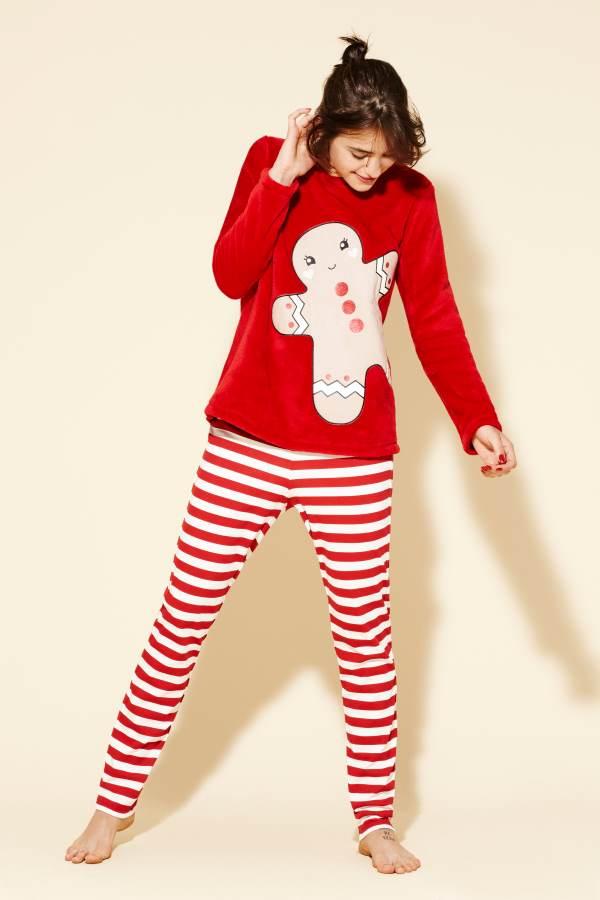 054091446a6 Η παιδική συλλογή περιλαμβάνει μαλακές, super furry πιτζάμες, πουλόβερ με  σχέδια μονόκερου και αρκουδάκια σε T-shirts.