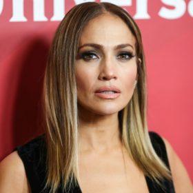 Jennifer Lopez: Εξηγεί πως το Versace φόρεμά της άλλαξε τον τρόπο αναζήτησης στο Google